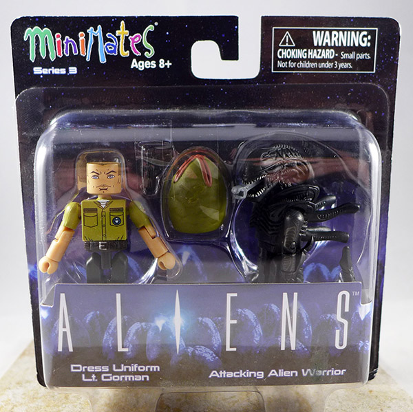 Dress Uniform Lt. Gorman & Attacking Alien Warrior (Aliens TRU Series 3)